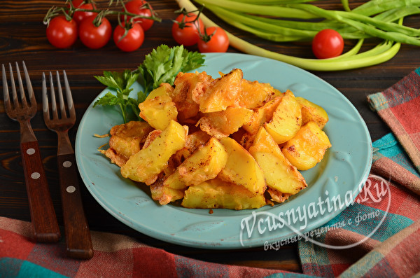 горячий запеченный картофель