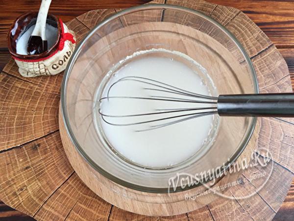 молоко, дрожжи и сахар