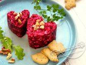 Салат из свеклы с грецкими орехами и чесноком и сыром