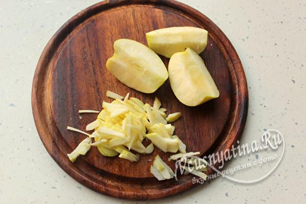 нарезать яблоко