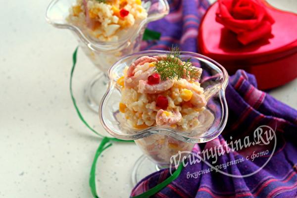Салат с рисом, яйцом и щупальцами осьминога