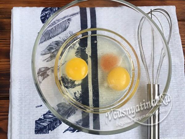 яйца, соль и масло
