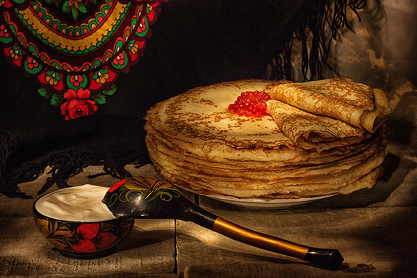 Где поесть блины на Масленицу в Москве и Санкт-Петербурге