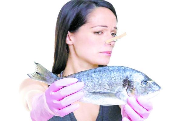запах рыбы с душком