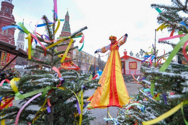 Деревенька на Манежной площади