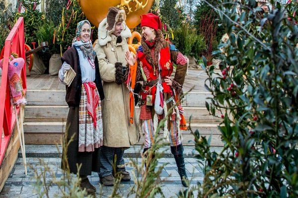 Праздничные гуляния в Кузьминках