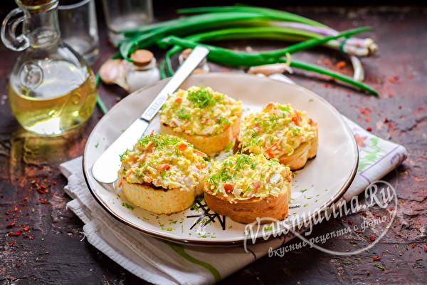 Бутербродики с крабовыми палочками