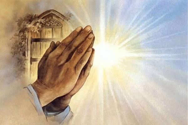 руки в молитве