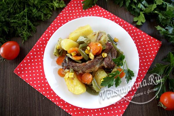 блюдо из овощей с ребрышками