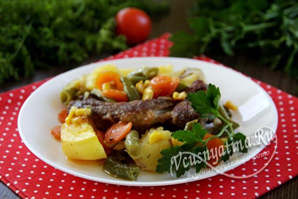 запеченные ребрышки с овощами