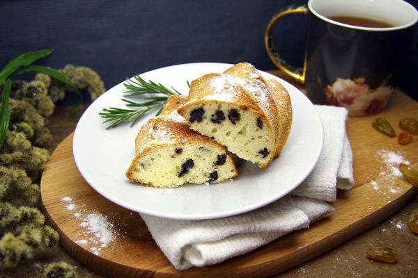 пирог на ряженке с изюмом