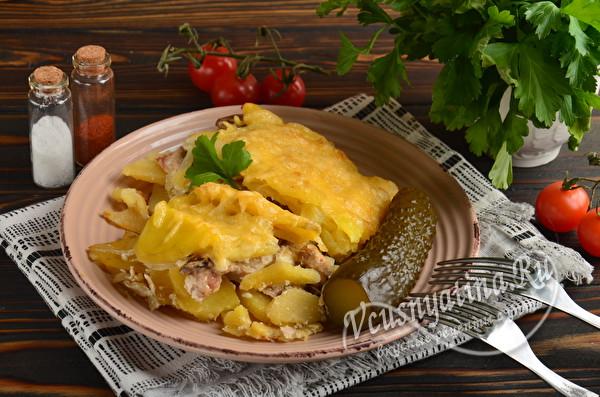готовое блюдо из мяса с картошкой