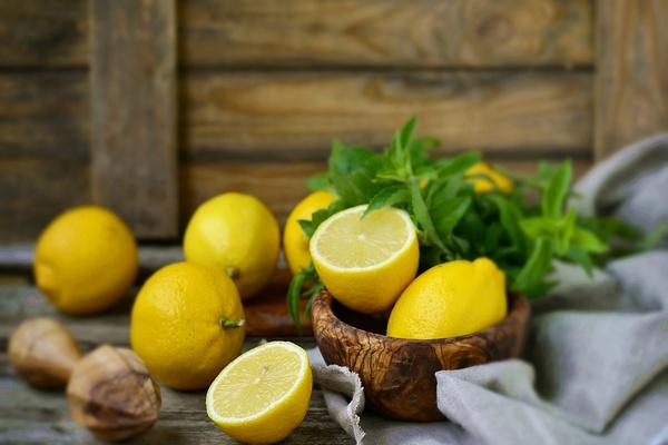 лимон устраняет запах