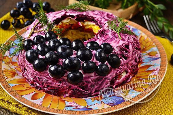слоеный салат с мясом и свеклой