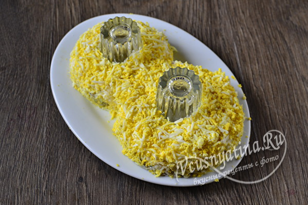слой тертых яиц