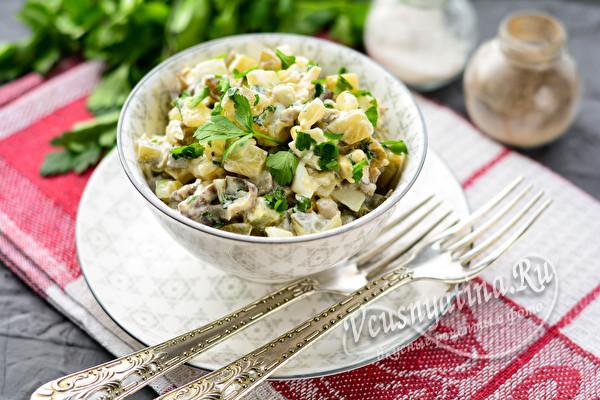 Салат с вешенками и огурцом