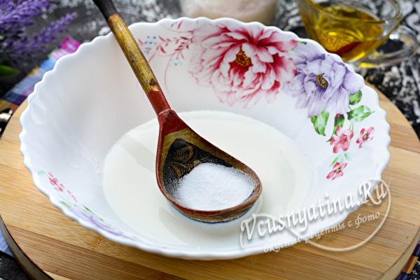 кефир в тарелке