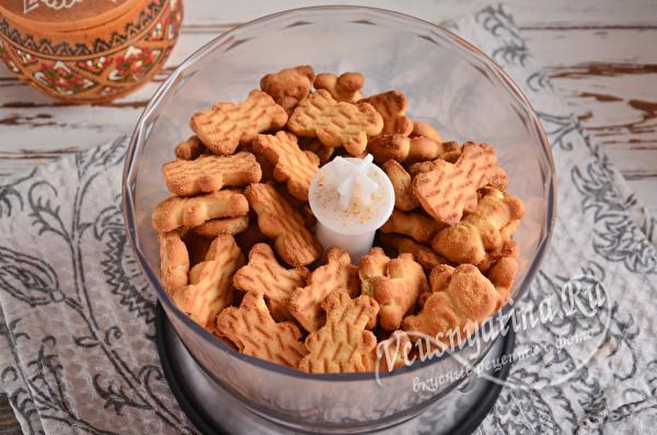 печенье в чаше блендера