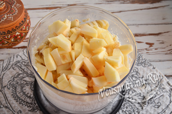 сложить фрукты в чашу