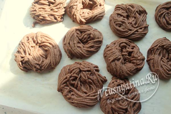 остудить готовое печенье