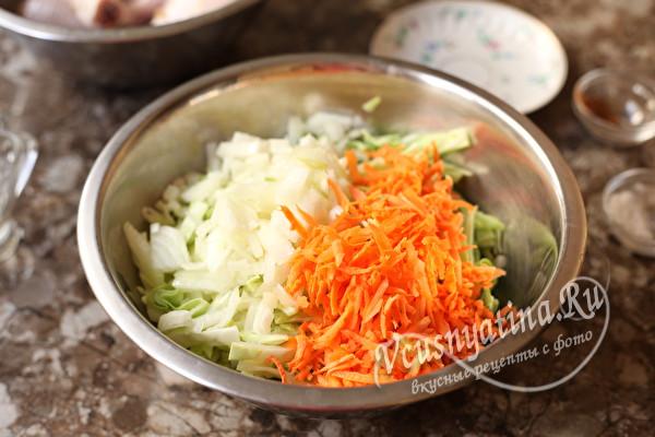 добавить морковь и лук