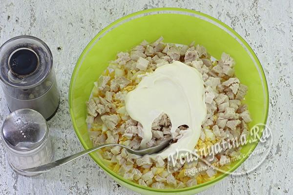 Салат «Пасхальный» с курицей и ананасами