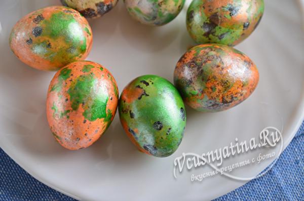 окрашенные яйца на Пасху