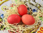 Крашеные яйца свеклой на Пасху