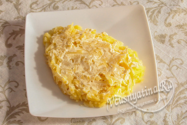 выложить слой картошки