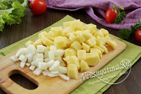 нарезать картошку и лук