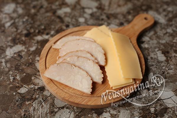 Пышные розочки из слоеного теста с ветчиной и сыром