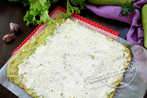 смазать сырной смесью