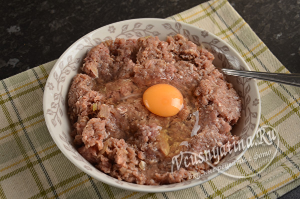 Картофельные бризоли с фаршем на сковороде