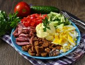 Салат Калейдоскоп с колбасой