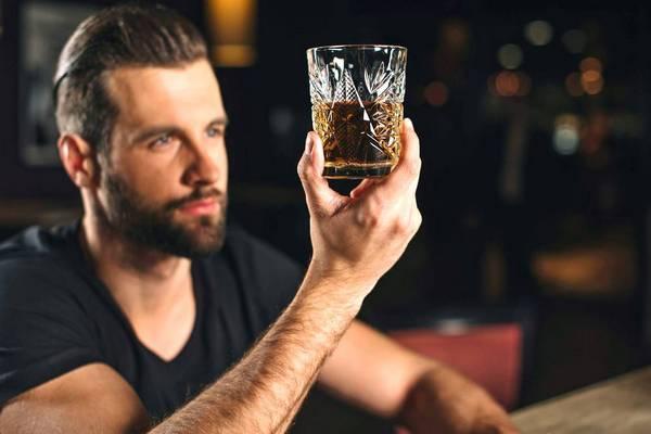 Как пить коньяк правильно и чем закусывать, чтобы не было противно и не опьянеть