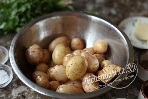 Молодая картошка с сыром и зеленью - пальчики оближешь
