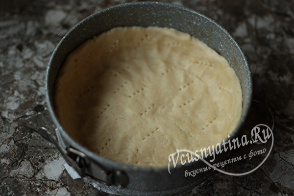 Обалденно вкусный пирог с клубникой и сметанной заливкой
