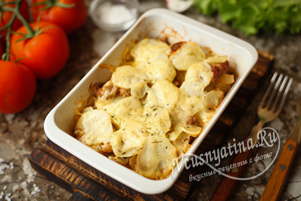Сытная и вкусная запеканка из свинины с картофелем и сыром в духовке
