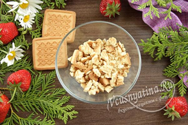 Клубника со сливками, шоколадом и печеньем – самый вкусный десерт
