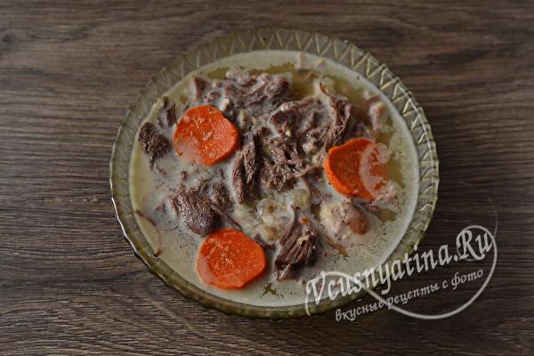 Холодец из свиных ножек, рульки и говядины (с желатином)