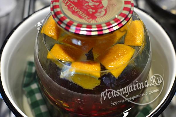 Освежающий компот из красной смородины с апельсином на зиму