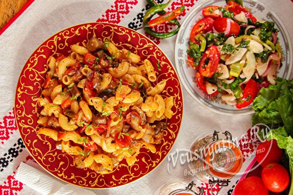 Макароны с овощами на сковороде - вкусный ужин для всей семьи