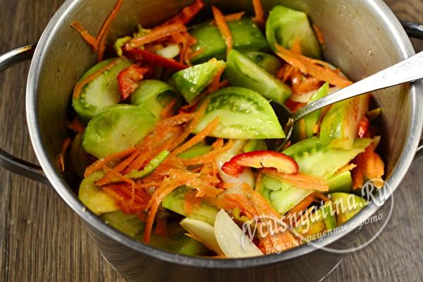 """Салат из зелёных помидоров с луком и морковью """"Объедение"""" на зиму"""