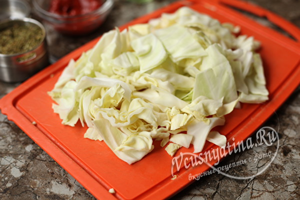 Свиные ребрышки с капустой в духовке - пальчики оближешь!