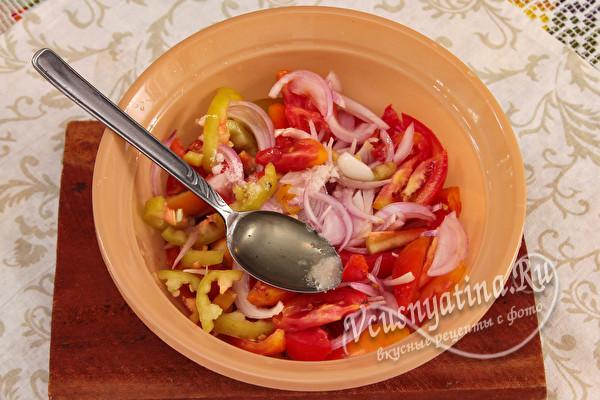 Салат Донской на зиму без стерилизации (с красными помидорами)