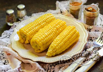 Сочная вареная кукуруза