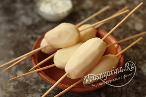 картошка на шпажках