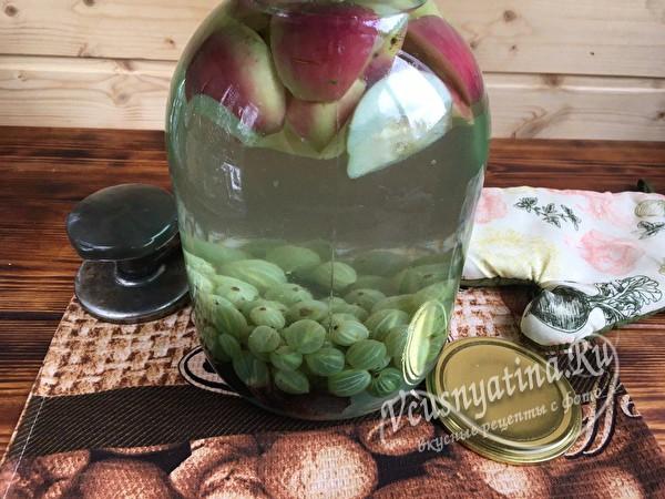 Компот из яблок и крыжовника с сухофруктами на зиму