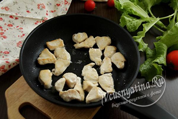 Паста с грибами и курицей в сливочном соусе