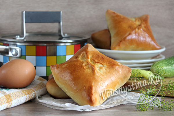 Пирожки с тушенкой, рисои и яйцом